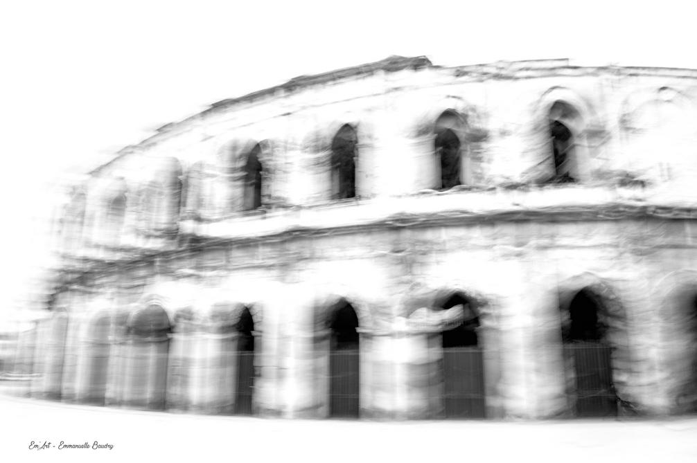 Trouble passé - Arènes de Nîmes (Gard)